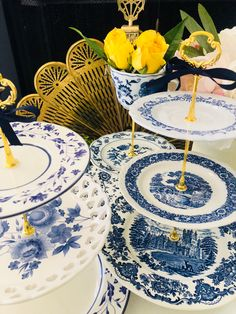 Wedding Cake Stands, Unique Wedding Cakes, Blue White Weddings, Antique Plates, Chinoiserie Chic, Square Plates, Blue Rooms, Blue Plates