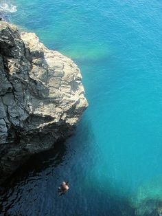 Cliff jumping in Cinque Terre, Italy, WE DID THIS @Sophie Stone