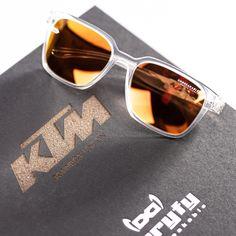 Die Gi31 Amsterdam KTM Connect ermöglicht im Zusammenspiel mit der gloryfy App das Freischalten von ganz besonderen SURPRISES. Verbinde die Brille durch die gloryfy CONNECT Technologie mit deinem Handy und tauche ein in die Welt von gloryfy und Red Bull KTM Factory Racing! #gloryfy #unbreakable #MadeInAustria #unbreakablemoment #sunglasses#eyewear #sunnies #shades #redbullktmtech3 #ktm #ktmrc #ktmracing #biker #rc #ktmlove