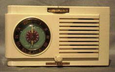 Vintage Bakelite GE Radio by DesignEclectique