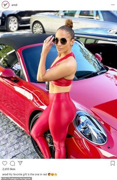Jennifer Lopez looking amazing in a red gym fitness outfit! JLO wearing all red outfit. Jennifer Lopez Workout, Jennifer Lopez Body, Jennifer Lopez Photos, Jlo Style, Style Casual, Curve Leggings, Red Leggings, Tights, J Lo Fashion