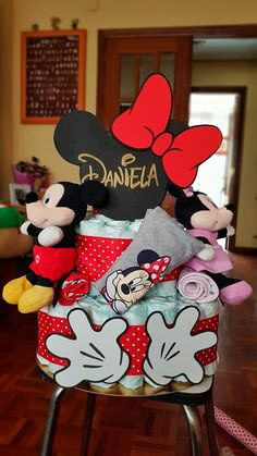 Baby Shower Gift Basket, Baby Shower Diapers, Baby Shower Games, Baby Shower Parties, Pamper Cake, Cardboard Christmas Tree, Baby Shawer, Disney Diy, Mouse Parties