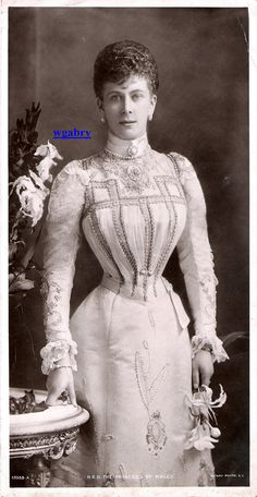 Princess Mary of Wales. Gorgeous bodice, look at those trimmings <3