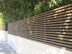 Wall and privacy fence – Harwell Design – fences, entrance gates, Los Angeles, Santa Monica … - Modern Driveway Fence, Modern Driveway, Front Yard Fence, Backyard Fences, Retaining Wall Fence, Driveway Landscaping, Fence Gate, Santa Monica, Garden Privacy