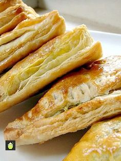 Nanny Chan& Mild Curry Puffs with a delicous mild spiced filling of ground meat wrapped in a flaky pastry. Great as a snack, appetizer or party food! Baking Recipes, Dessert Recipes, Desserts, Pie Recipes, Healthy Recipes, Curry Puff Recipe, Classic Kitchen, Tandoori Masala, Flaky Pastry