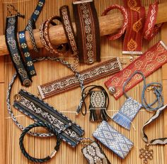 Backstrap Weaving – A Basketful of Bands and Memories – Backstrap Weaving Inkle Weaving, Inkle Loom, Card Weaving, Weaving Art, Tablet Weaving Patterns, Weaving Textiles, Loom Patterns, Stitch Patterns, Knitting Patterns