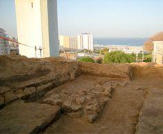 Un'antica fortezza sulla collina diGiona