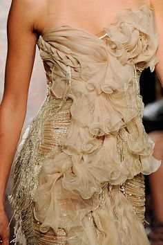Julia Stegner, model, supermodel, Marchesa, detail, runway, haute couture, couture, fashion, high fashion, fashion show, New York Fashion Week, fashion week, runway show, New York, flapper, vintage, ruffles, detailing, embroidery, glamorous, fringe, ruffles, braid, flowers, petals, roses, gold, golden, thread,