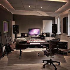 Music Studio Decor, Home Recording Studio Setup, Home Studio Setup, Studio Desk, Studio Room Design, Deco Studio, Studio Interior, Home Studio Musik, Home Music Rooms