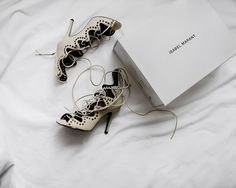 When do I get to wear these again  #AOTD | #ootd #photooftheday #lotd #styleblog #fblogger #lookbook #wiw #ootn #时尚 #穿搭 #일상 #데일리룩 #fashion #aesthetic #isabelmarant #laceupshoes #minimalist #allwhite