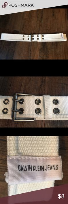 White Calvin Klein Jeans Belt This is a woman's white Calvin Klein Jeans Belt in excellent condition. Size 8 Calvin Klein Jeans Accessories Belts