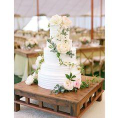 "Brianna and Peter's simple ""home made"" wedding cake! @aarondelesie @lauriearons @geraldinemagazine #ojai @elaneventrentals"
