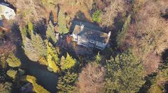 A house in the hills #abovedroneoperator #drone #dji #aerialfilming #aerialvideo #djimavic #djiphantom3professional #phantom4 #dronestagram #dronesdaily #photography #djiinspire #djiinspire2 #forrest #landscapephotography #trees #countryside #houses