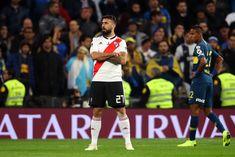 """¿Por qué ese festejo, Pratto? El delantero explicó que se lo pidió su hija: """"Empezó a mirar festejos y me dijo que hiciera ese"""". Rugby, Santiago Bernabeu, Carp, Madrid, Neymar, Football Players, Soccer, San Pablo, Memes"""