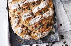 Kürbisbrot mit Kürbiskernen Banana Bread, Brunch, Desserts, Food, Breads, Easy Meals, Cooking, Food Food, Tailgate Desserts