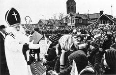 Een verre neef van Sinterklaas, de lente-apostel Sint Pieter, die op 21 februari in het Friese Grouw rijdt