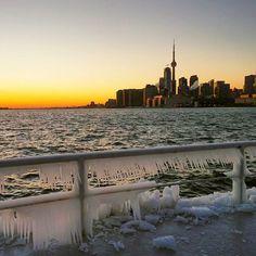 That's a cold evening in #Toronto #cold #freezing #blogto #toronto_insta #hypetoronto #hypeoftoronto #wilsonhophotography #brr #igerstoronto / www.wilsonhophotography.com Street Photography, New York Skyline, Toronto, Canada, City, Instagram Posts, Travel, Beautiful, Voyage