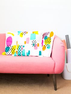 Create your own unique throw pillows using this super easy technique. Click through to watch the video tutorial.