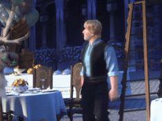 Elsa helping Kristoff(gif)