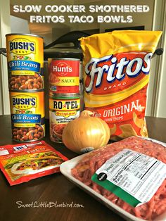 Slow Cooker Smothered Fritos Taco Bowls (Easy) Today's slow cooker recipe is sure to have family and friends cheering - Slow Cooker Smothered Fritos Taco Bowls, a crowd pleasing meal! Slow Cooker Smothered Fritos Taco Bowls AKA, Fristos Pie - Just Mexican Food Recipes, Beef Recipes, Healthy Recipes, Cooking Recipes, Recipies, Salmon Recipes, Slow Cooker Recipes Mexican, Easiest Crockpot Recipes, Slow Cooker Hamburger Recipes