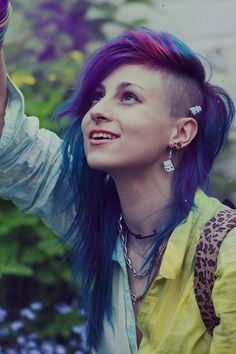 Girls who shave their heads # fashionlife .- Mädchen die sich den Kopf rasieren … Girls shaving their heads # fashionlife - Punk, Long Mohawk, Edgy Hair, Purple Hair, Pastel Hair, Green Hair, Hair Dos, Pretty Hairstyles, Half Shaved Hairstyles