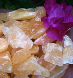 Orange Calcite is highly energizing and cleansing stone. Balances the emotions. Removes fear and grief that keep the heart trapped in the past. Helps overcome depression. Dissolves problems and maximizes potential.