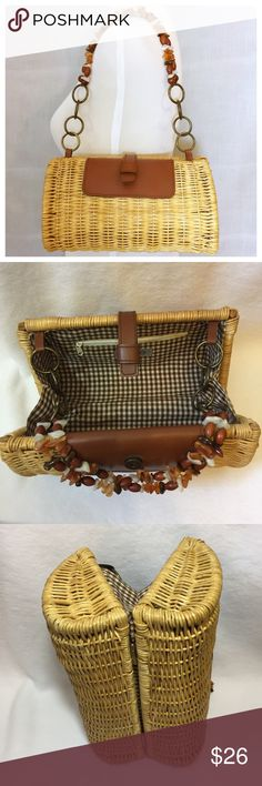 """Aldo Straw Hinged Beaded Handle Barrel Bag Clutch Aldo Straw Hinged Beaded Handle Barrel Bag Purse Clutch • Rigid frame • Faux Leather accent w/ magnetic snap • Brown gingham lining • One interior zippered pocket • 9.5"""" strap drop • Can be carried with strap, or strap can be tucked in, & the bag can be worn as a clutch • No imperfections to note • 5.5"""" height  • 5"""" depth • 10"""" width Aldo Bags"""