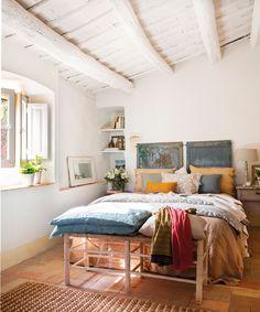 00455454b. Dormitorio campestre con cabecero hecho con dos puertas recuperadas_00455454b