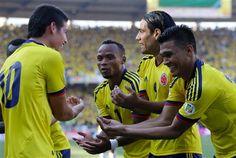 Colombia celebrando el segundo gol contra Uruguay que lo marcó Teófilo Gutierrez en la goleada 4-0 sobre los azules en Barranquilla el 07/09/2012.