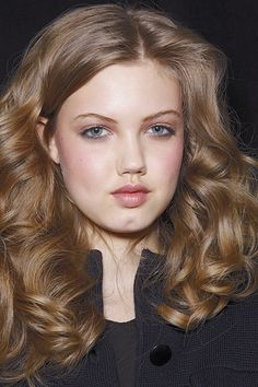 Lindsey Wixson - Ash blonde curls. That's just about the color my roots are these days. I never realized it could be pretty.