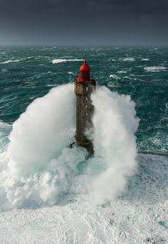 Tempête Ruzica au phare de la Jument - Ouessant