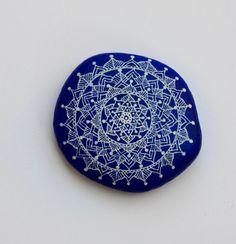 Hand Painted Stone Mandala by ISassiDellAdriatico on Etsy, €20.00