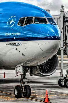 KLM Royal Dutch Airlines ______________________________ Boeing 777-200ER PH-BQA