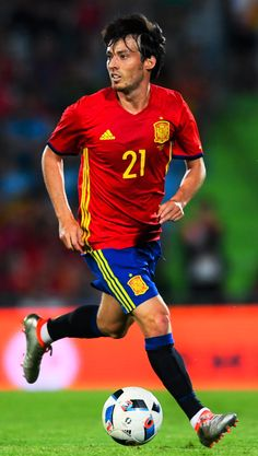 """yahoosportuk: """"David Silva has just won his cap for Spain! Fifa, Spain Football, Word Cup, Russia World Cup, Team Player, Sports Games, Super Sport, Football Boots, Manchester City"""
