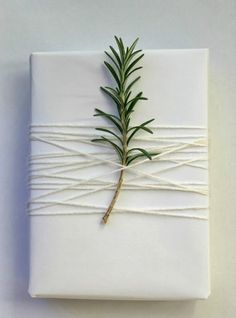 Minimal & white gift wrapping