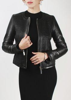 Ну вот и мы дождались распродажу!!!! Освободжаем места для новых коллекций и распродаем часть предыдущих! И так вашему веиманию представляем стильная куртка #MassimoDutti с переплитением коди спереди, с серебренной фурнитурой! По супер цене! Размер: S, M, L ❤ #кожаныекуртки #курткаизкожи #шопинг #sale #распродажа #распродажакурток #леди #чернаякода #лето #стильно # store #стиль #городскаяжизнь #нугдежелето #шопинг #шопоголики #косухикупить #вамповезло #суперцены #ценысамыенизкиеунас…