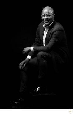 Business Man Photography, Portrait Photography Men, Corporate Photography, Corporate Portrait, Corporate Headshots, Business Portrait, Headshot Poses, Headshot Ideas, Male Models Poses