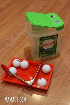 Fine motor practice for toddlers and preschoolers with tongs ping pong balls and. - Fine motor practice for toddlers and preschoolers with tongs ping pong balls and an empty detergent - Toddler Fine Motor Activities, Motor Skills Activities, Gross Motor Skills, Preschool Learning, Sensory Activities, Toddler Preschool, Preschool Activities, Fine Motor Activity, Sensory Rooms