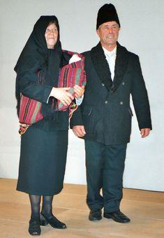 Bauernpaar mit Kleinkind in früherer Landestracht bei einem Heimattreffen, 2003 German, Dresses, Fashion, Kids, Deutsch, Vestidos, Moda, German Language, Fashion Styles