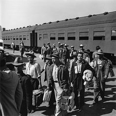 Mexican workers are seen arriving by train in 1942 as part of the Bracero program. Mexican American, Black African American, American History, National Building Museum, Help The Poor, Chicano Art, Mexicans, Photo Credit, This Is Us