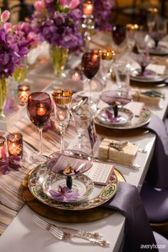 Table setting featuring the Color of the year - Radiant Orchid! Reception Table, Dinner Table, Wedding Table, Wedding Reception, Elegant Table Settings, Beautiful Table Settings, Elegant Dining, Deco Table, Decoration Table