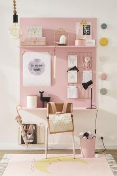 Lovely pink desk that would be an easy plywood DIY - great inspiration for a kids room Une jolie collection qui promet d'adoucir ce jour tant redouté. Pink Desk, Desk Areas, Study Areas, Kids Room Design, New Room, Girl Room, Trendy Bedroom, Dream Bedroom, Tiny Girls Bedroom
