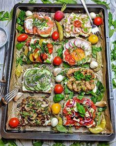 Wurstsalat mit Käse - Einfach und lecker - Instakoch.de Food Challenge, Healthy Breakfast Recipes, Cobb Salad, Vegan Recipes, Food And Drink, Snacks, Meals, Vegetables, Cooking