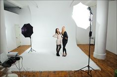 Great info on basic studio lighting - a simple lighting setup for studio photography