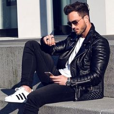 15 Ways to Style Your White Sneakers - Adidas White Sneakers - Latest and fashionable shoes - Dress in Black Leather Jacket Black Skinny Jeans and one can complete the outfit by wearing White Adidas Sneakers Men Looks, Mode Outfits, Fashion Outfits, Fashion Styles, Fashion Tips, Stylish Men, Men Casual, Sneaker Trend, Mode Man