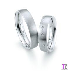 Witgouden trouwringen. De damesring is vzv. 5 briljant geslepen diamantjes van 0.048ct. totaal. De ringen zijn 5mm breed. Kijk op voor actuele prijzen op onze nieuwe website http://www.tz-trouwringen.nl