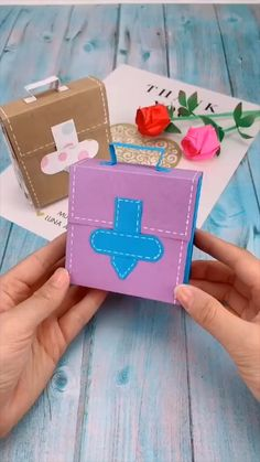 creative crafts let's do together!😘😘😍😍 video geschenke Creative handicraft Cool Paper Crafts, Paper Crafts Origami, Diy Crafts For Gifts, Diy Home Crafts, Diy Arts And Crafts, Creative Crafts, Fun Crafts, Handmade Crafts, Diy Gifts Videos