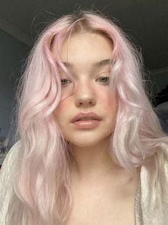 Pastell Pink Hair, Pastel Hair, Pastel Pink, Hair Inspo, Hair Inspiration, Short Hair With Bangs, Short Curly Hair, Dye My Hair, Pink Hair Dye