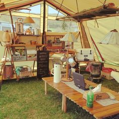 Would you like to go camping? If you would, you may be interested in turning your next camping adventure into a camping vacation. Camping vacations are fun Camping Style, Camping Glamping, Diy Camping, Camping Life, Camping World, Family Camping, Camping Hacks, Outdoor Camping, Outdoor Life