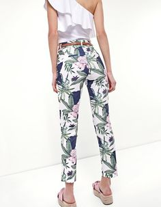 Printed capri trousers - Trousers | Stradivarius Other Countries
